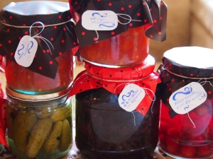 Първа част от зимнината - кисели краставички, консервирани чери домати, компот от вишни, мармалад от сини сливи