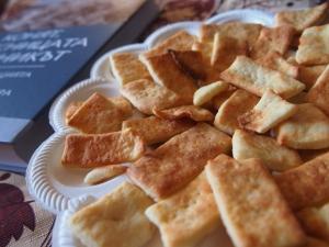 Импровизирани соленки със сирене и кашкавал
